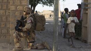 Mwanajeshi wa Ufaransa wa kikosi Barkhane nchini Mali, Novemba 5 mwaka 2014.