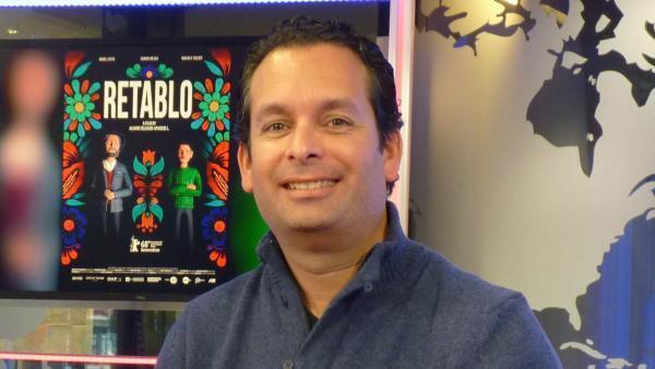 El cineasta Álvaro Delgado-Aparicio en los estudios de RFI en París.