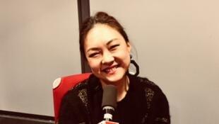 Grace Ly en studio à RFI (décembre 2018).