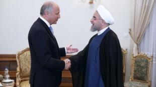Le ministre français des Affaires étrangères Laurent Fabius et le président iranien Rohani à Téhéran, le 29 juillet 2015.