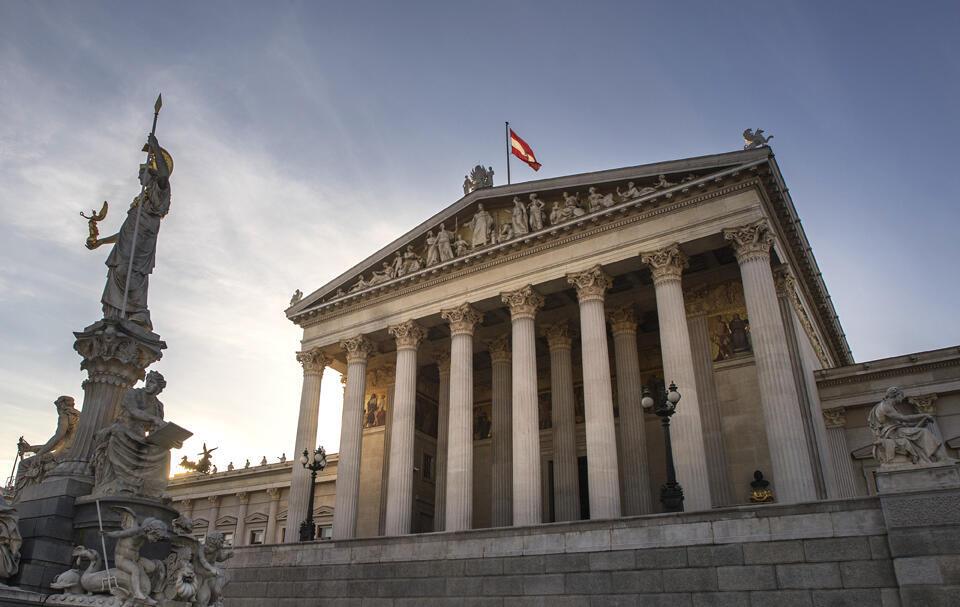 Parlamento da Áustria renovado este domingo, 15, em eleições legislativas.