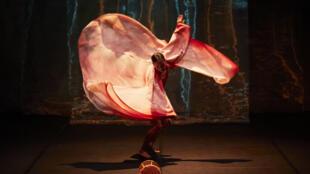 «Le Tambour de soie», un nô moderne avec la danseuse Kaori Ito et l'acteur Yoshi Oida.