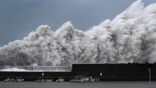 O tufão Jebi foi devastador.