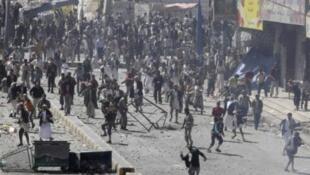 Разгон демонстрантов в Йемене, 17 февраля 2011.