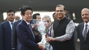 Le Premier ministre japonais Shinzo Abe à son arrivée en Inde vendredi 11 décembre 2015.