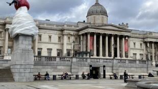 Praça Trafalgar (vazia como nunca).