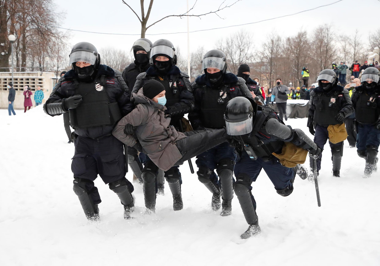 Задержания в Санкт-Петербурге, за час до начала акции в поддержку Алексея Навального, 31 января 2021.