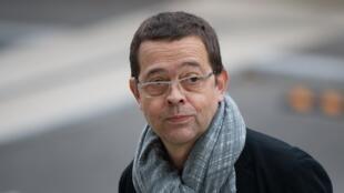 O ex-intensivista Nicolas Bonnemaison chega para julgamento em segunda instância no Tribunal de Angers, no dia 24 de outubro de 2015.