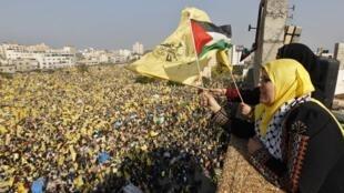Bandeiras amarelas do Fatah tomaram Gaza nesta sexta-feira, celebrando os 48 anos da organização.