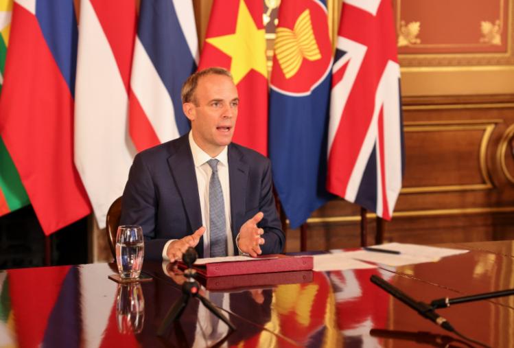 英国外交大臣拉布资料图片