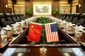 Banderas de Estados Unidos y China decoran el encuentro entre el secretario de Agricultura Sonny Perdue y el ministro chino de Agricultura Han Chanfu, en el ministerio chino de Agricultura en Pekí, 30 de junio 2017