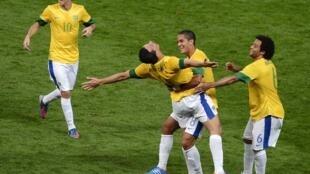 'Yan wasan Brazil suna murnar lashe wasansu bayan doke 'Yan wasan kasar Korea ta Kudu a wasannin Olympic