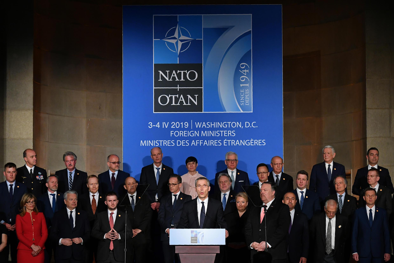 Le secrétaire général de l'Otan Jens Stoltenberg (C), prend la parole lors d'une réception célébrant le 70e anniversaire de l'OTAN à l'auditorium Andrew W. Mellon, à Washington, le 3 avril 2019
