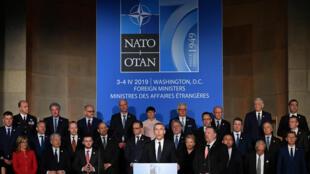Le secrétaire général de l'Otan Jens Stoltenberg (C), prend la parole lors d'une réception célébrant le 70e anniversaire de l'OTAN à l'auditorium Andrew W. Mellon, à Washington, le 3 avril 2019.