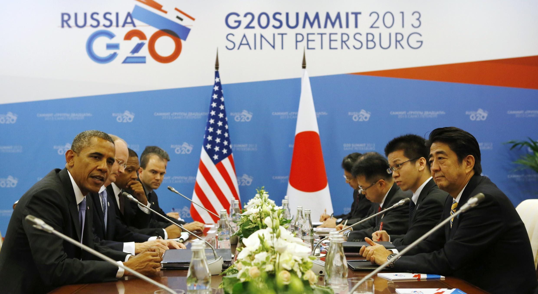 Tổng thống Mỹ Obama (T) trong cuộc gặp với thủ tướng Nhật Shinzo Abe (P), tại Hội nghị Thượng đỉnh G20, ở Saint Petersburg (Nga) ngày 05/09/2013.