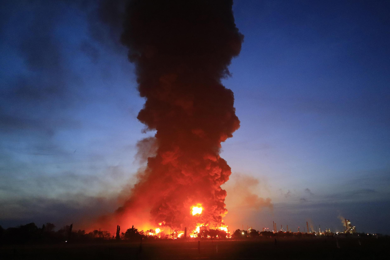 Incendio en la refinería de Balongan, en la isla de Java (Indonesia), el 29 de marzo de 2021