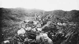 Photographies de 'Poilus' lors de la bataille de Verdun (Octobre 1916).