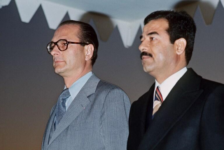 ژاک شیراک، نخست وزیر ژیسکاردستن، از صدام حسین زیر عنوانِ دوستِ شخصیِ خود یاد می کرد.