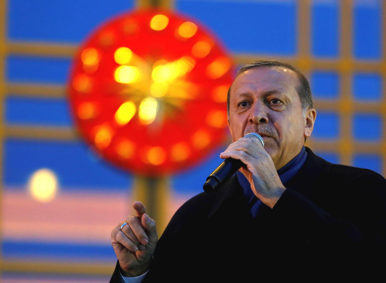 Erdogan dirige-se aos seus apoiantes em Ancara a 17 de Abril de 2017.