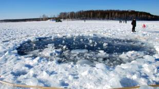 Des dizaines de météorites ont été retrouvées tout autour du lac de Tcherbarkoul.