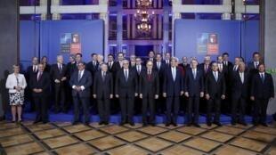 Photo des ministres des Affaires étrangères membres de l'Otan, le 8 juillet 2016 à Varsovie.