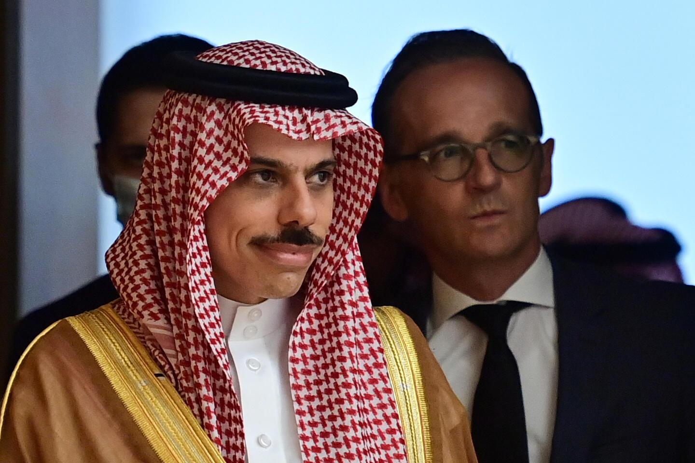 Le ministre saoudien des Affaires étrangères, Faycal Ben Farhane (à gauche), avec son homologue allemand, Heiko Maas (à droite), à Berlin le 19 août 2020.