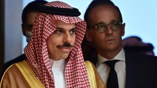 Le ministre saoudien des Affaires étrangères, Faycal Ben Farhane (à gauche), avec son homologue allemand Heiko Maas (à droite), à Berlin le 19 août 2020.
