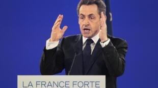 Nicolas Sarkozy durante comício, no dia 11 de março.