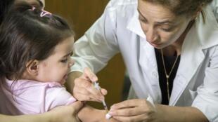 Vacinação é a melhor arma contra a febre amarela, alertam especialistas.