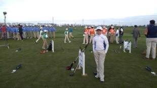 Marcelo, seleccionado 'Driver' conmemorativo en la celebración de los 100 años del PGA. Este adolescente, bien protegido contra el sol, representó al estado de Colorado, Estados Unidos.