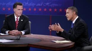 Barack Obama e Mitt Romney no último debate da campanha realizado na Universidade Lynn na Flórida.