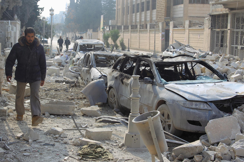 Idleb baada ya mji wa kaskazini magharibi mwa Syria kulengwa na mashambulizi, Desemba 20, 2015.