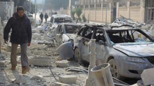 No será la primera vez que la violencia se invita en Idlib. Aquí en diciembre de 2015, después de bombardeos.