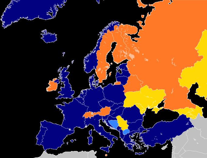 Bản đồ các thành viên NATO ở châu Âu (màu lam). Màu vàng cam là các nước đối tác của NATO (gồm có Nga).