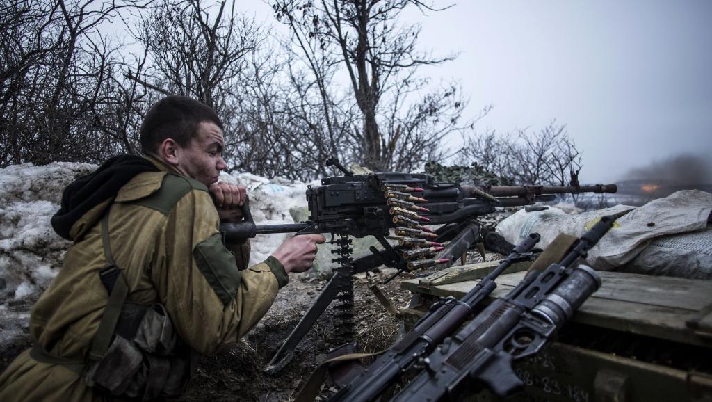 Mpiganaji wa vikosi vinavyotaka kujitenga kwa eneo la mashariki la Ukraine karibu na mji wa Debaltsevo katika jimbo la Donetsk Januari 28 mwaka 2015.