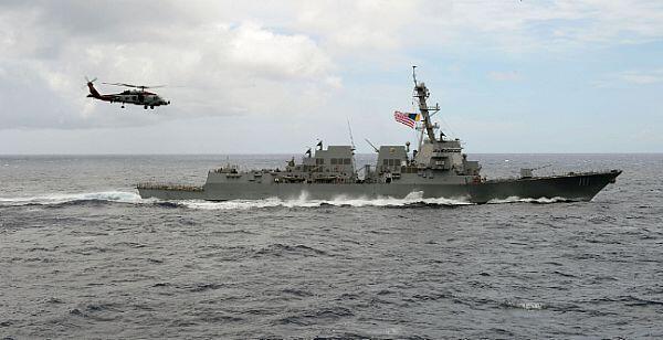 Khu trục hạm Mỹ USS Decatur hoạt động tại Biển Đông (Ảnh chụp ngày 28/06/2016)