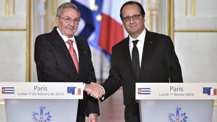 Los presidentes Raúl Castro y François Hollande durante su conferencia de prensa en el palacio del Elíseo, París, 1° de febrero de 2016.