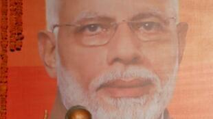 O primeiro-ministro Narendra Modi fala aos seus apoiadores depois da divulgação da vitória de seu partido nas urnas.