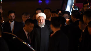 Le président iranien Hassan Rohani à son arrivée à l'aéroport de Qingdao, le 8 juin 2018, où se tient le sommet de l'Organisation de coopération de Shanghai (OCS).  p