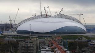 Centenas de trabalhadores que estavam contruindo a vila olímpica para os jogos de inverno de Sochi foram expulsos.