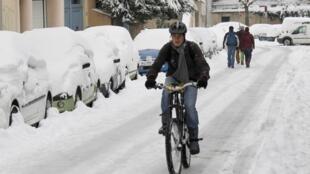 Снег на улицах Лиона, 1 декабря 2010 г.