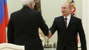 資料圖片:俄羅斯總統普京2014年1月16日在克里姆林宮與到訪的伊朗總理紮里夫會晤。