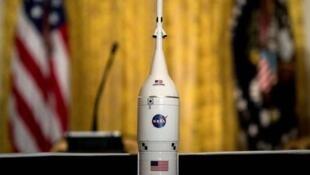 特朗普總統在白宮舉行的國家太空委員會會議期間簽署《太空政策指令》   (2018年6月18日)