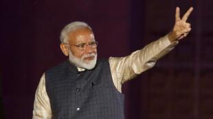 Le Premier ministre indien Narendra Modi, face à ses supporters, après les élections législatives, à New Delhi, le 23 mai 2019.