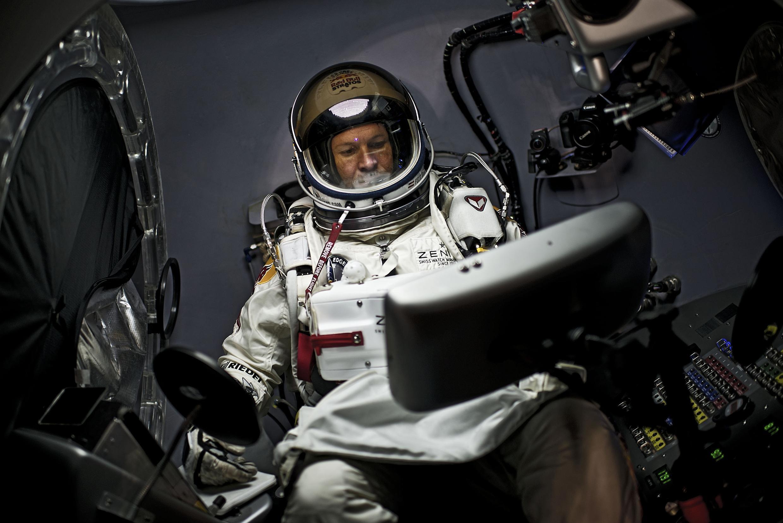 Felix Baumgartner vai quebrar a velocidade do som