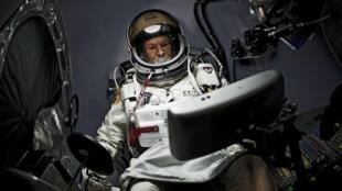 Феликс Баумгартнер стал первым человеком, преодолевшим скорость звука