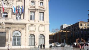 L'Hôtel de Ville de Marseille et la Maison Diamantée.