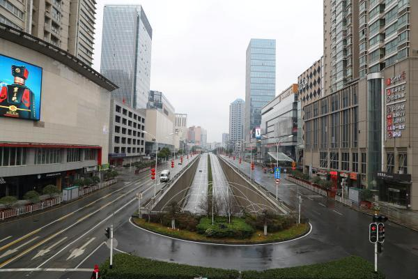 Vista de una arteria en el centro de Wuhan, el 26 de enero del 2020. Sólo los vehículos autorizados pueden circular.