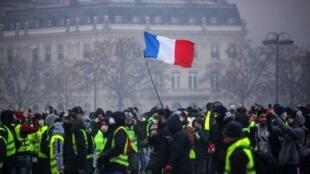 Le mouvement des «gilets jaunes», lors d'une manifestation sur l'Avenue des Champs-Elysées à Paris, le 1er décembre 2018.