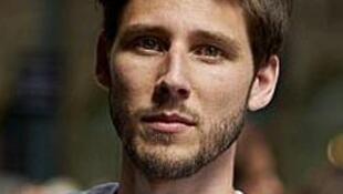 O britânico Thom Feeney, de 29 anos, pede que os europeus se mobilizem pela Grécia.